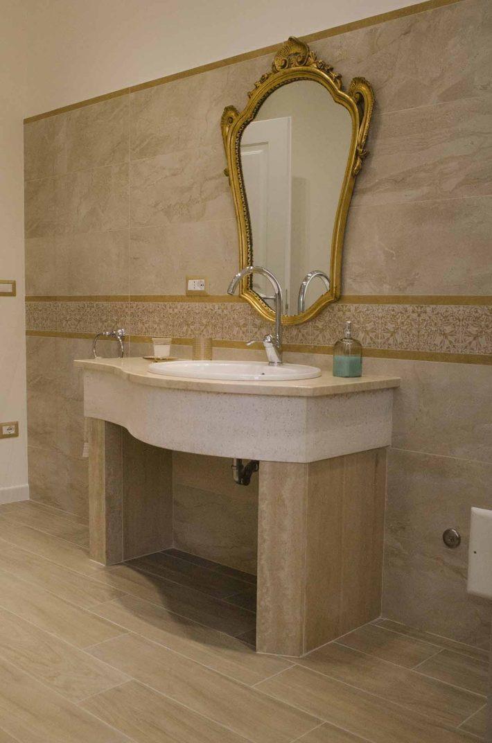 Mobile mobile bagno in pietra travertino di Tivoli