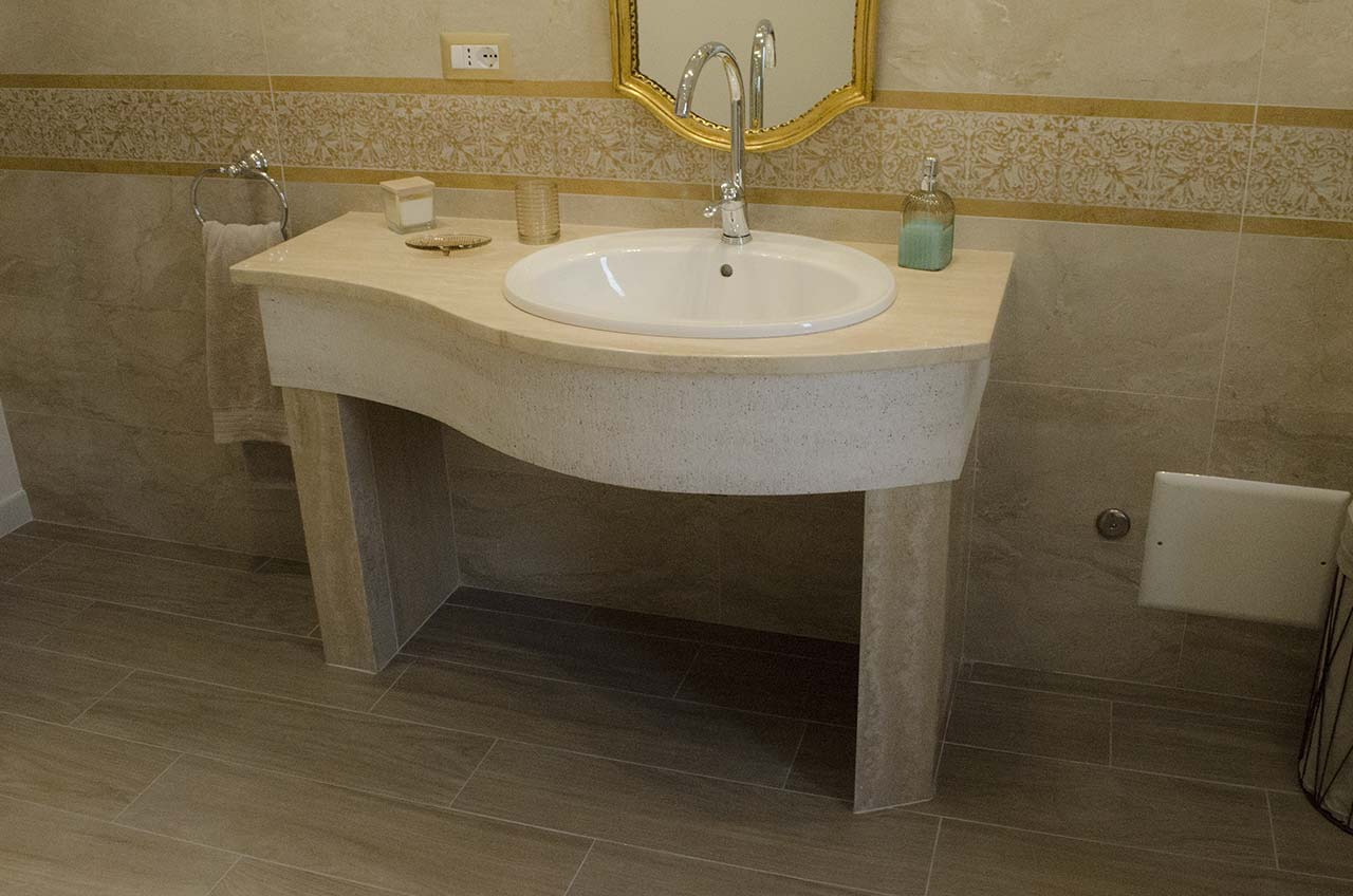 Mobile bagno in travertino di tivoli arredo interno fontanarosapietra